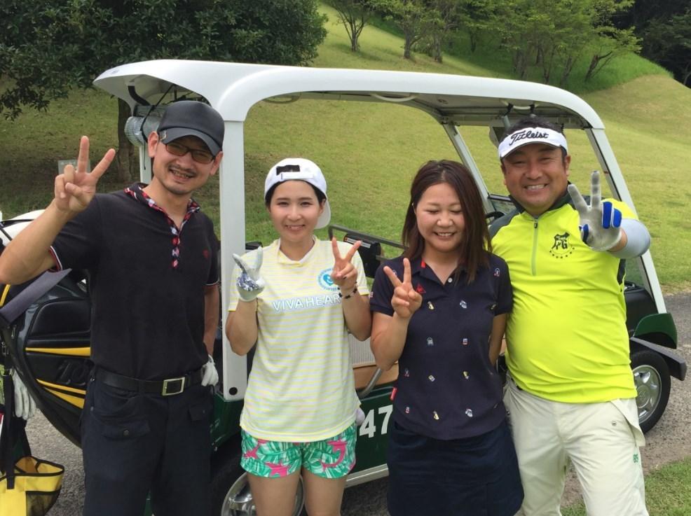 可愛いゴルフ女子と一緒に回るとスコアが落ちる法則。